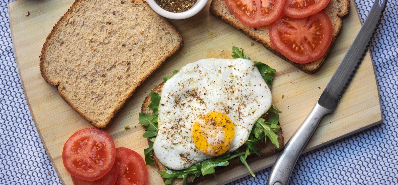 Fried Egg with Tomato, Spinach and Za'atar Spice Recipe Image